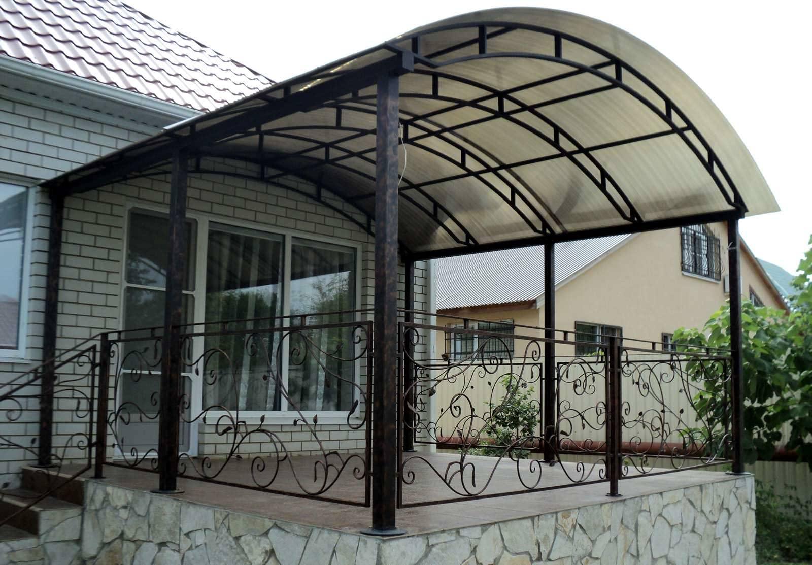 Делаем навес из поликарбонатных листов для дома