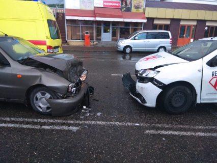 В Сочи такси вылетело на встречку, пострадала 16-летняя девушка (ФОТО)