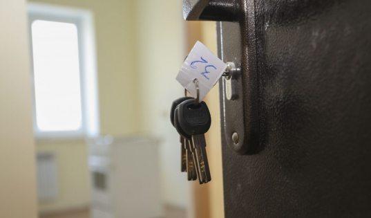 Мэрию Сочи обязали купить квартиры для 200 сирот
