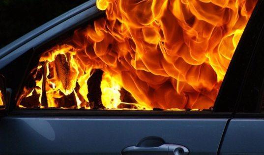 В Сочи при странных обстоятельствах сгорел автомобиль (ВИДЕО)