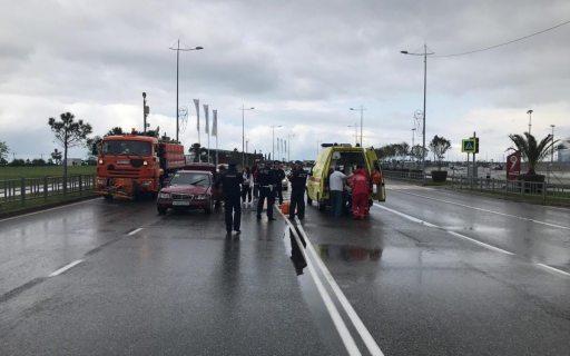 В Сочи 82-летний водитель «Мерседеса» сбил мужчину с ребенком (ФОТО)