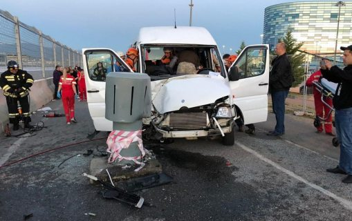 Одиннадцать человек пострадали в ДТП с пассажирским микроавтобусом в Сочи  (ФОТО)
