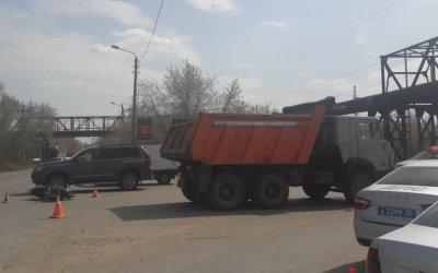 Водитель мопеда погиб в ДТП с КамАЗом в Омске