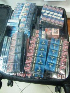 У желающих окупить поездку в Сочи туристов изъяли чемоданы с десятками тысяч сигарет