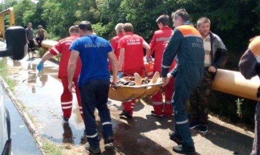 Упавшего с парапета в реку мужчину спасли в Сочи