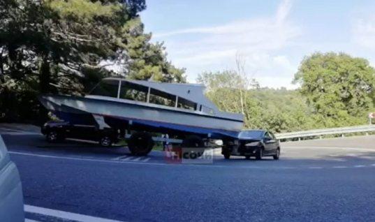 Катер врезался в легковой автомобиль на трассе Джубга-Сочи (ВИДЕО)