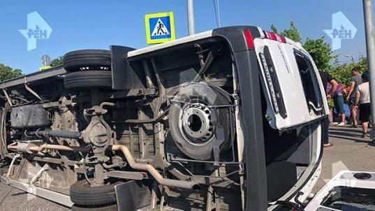 В Сочи 15 человек пострадали при столкновении двух автобусов