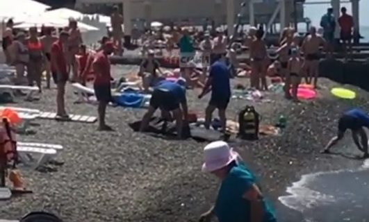 Труп мужчины вытащили из моря в Сочи (ВИДЕО)