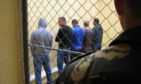 Группу мигрантов с поддельными документами задержали в Сочи