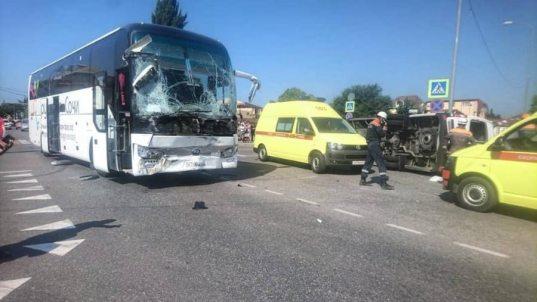 В больницах Сочи после ДТП с двумя автобусами остается 21 человек (ВИДЕО)